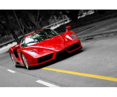 Фотообои Красный Ferrari Enzo на дороге в Сингапуре
