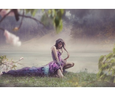 Фотообои Красивая женщина в сказочных декорациях