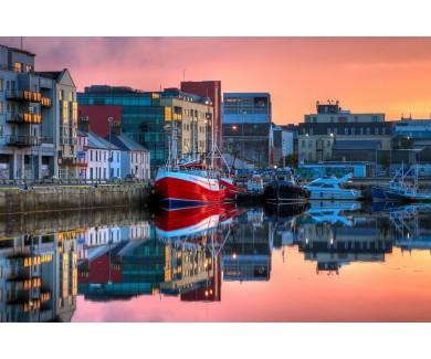 Фотообои Здания и рыбацкие лодки, утренний вид