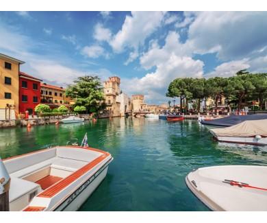 Фотообои Замок Сирмионе, на берегу озера Гарда, Италия