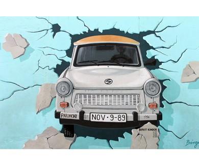 Фотообои Автомобиль пробивает Берлинскую стену