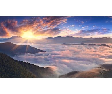 Фотообои Панорама туманного утра в горах летом