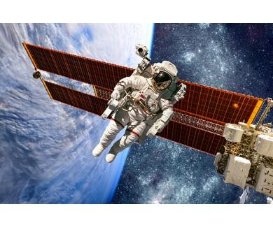 Фотообои Космонавт в открытом космосе