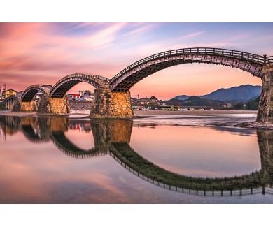 Фотообои Мост в городе Ивакуни
