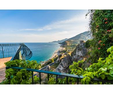 Фотообои Вид с балкона на горы
