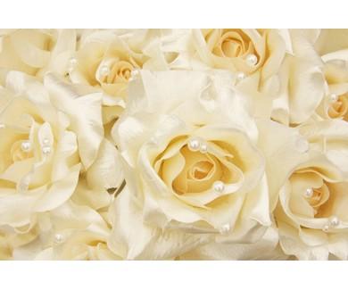Фотообои Белые шелковые розы с кремовым жемчугом