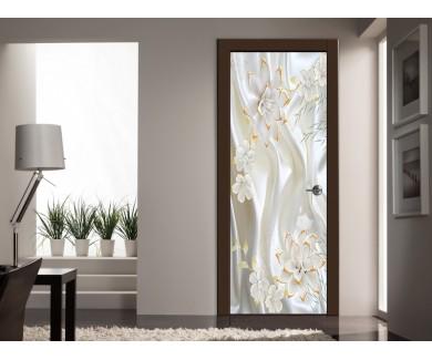 Наклейка на дверь Белые цветы на белом фоне
