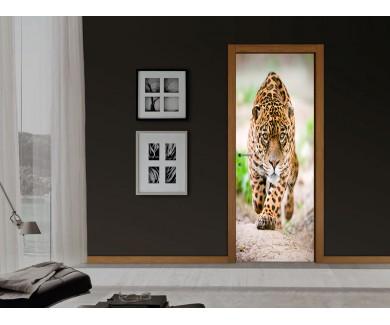 Наклейка на дверь Притаившийся ягуар