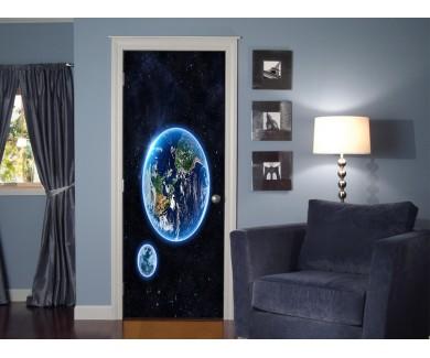 Наклейка на дверь Земля и луна
