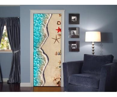 Наклейка на дверь Вид на море и песок сверху