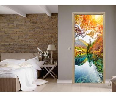 Наклейка на дверь Удивительный вид на Пятицветное озеро