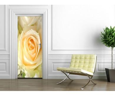 Наклейка на дверь Желтая Роза вблизи