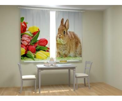 Кролик с тюльпанами