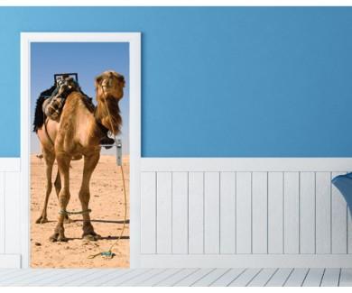 Наклейка на дверь Верблюд в пустыне