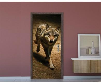 Наклейка на дверь Волк, выбегающий из тьмы