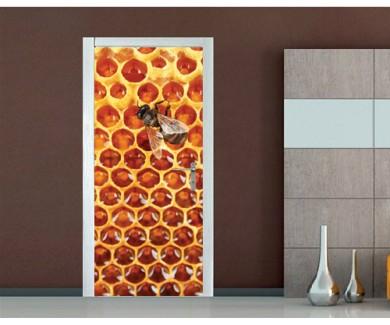 Наклейка на дверь Красивые соты с мёдом и пчела