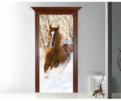 Наклейка на дверь Красный арабский жеребец бежит галопом