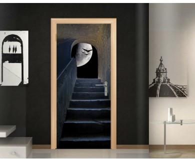 Наклейка на дверь Лестница с видом на луну в замке Санта Катерин