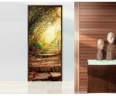 Наклейка на дверь Утренние солнечные лучи освещают тропинку