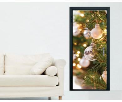 Наклейка на дверь Белые и серебрянные игрушки на новогодней ёлке