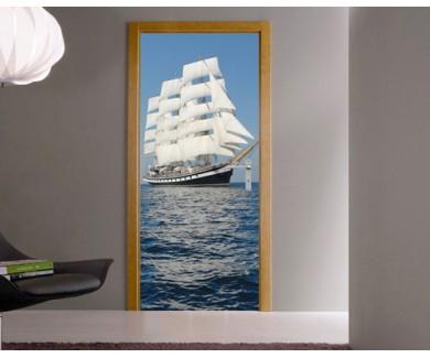 Наклейка на дверь Парусник на море