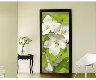 Наклейка на дверь Белые цветы яблони