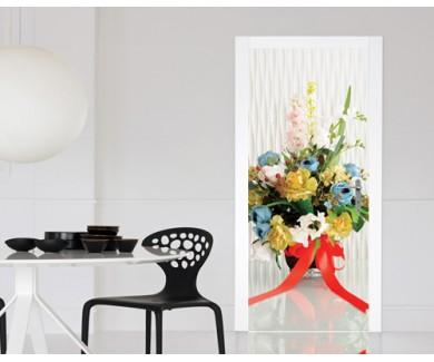 Наклейка на дверь Букет цветов в сине-желтых тонах