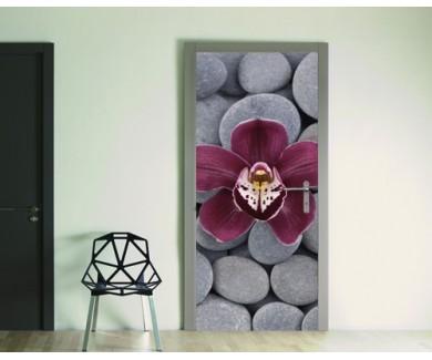 Наклейка на дверь Красная орхидея на фоне гальки