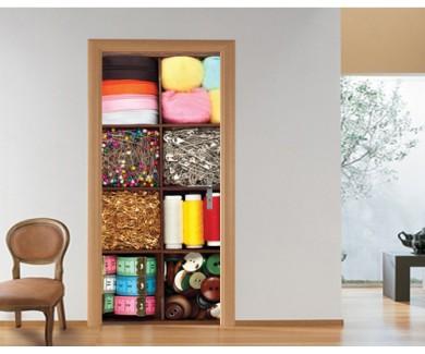 Наклейка на дверь Ассорти из разных материалов для пошива