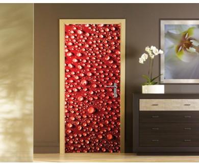 Наклейка на дверь Капли воды на красном фоне