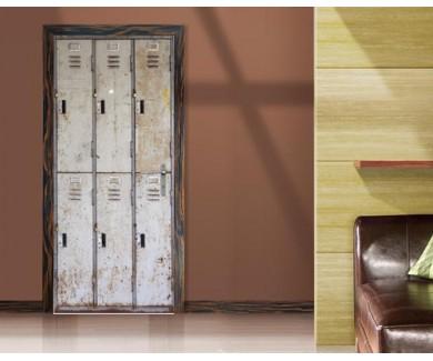 Наклейка на дверь Поржавевший старый шкаф