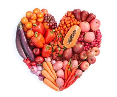 Наклейка на холодильник Красное сердце из овощей и фруктов